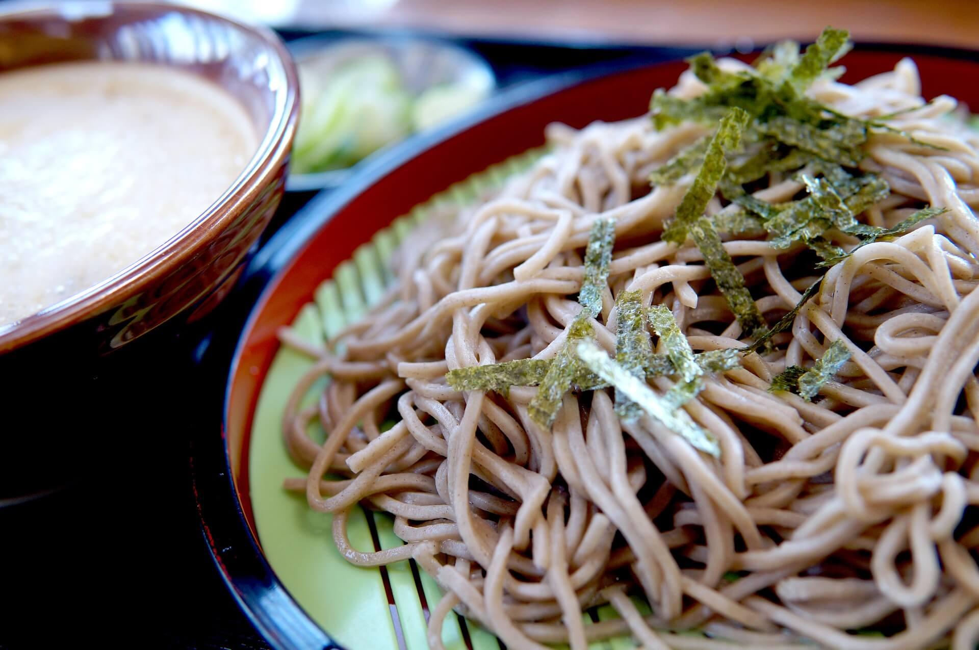 Japanische Soba Nudeln für den Otsu Salat