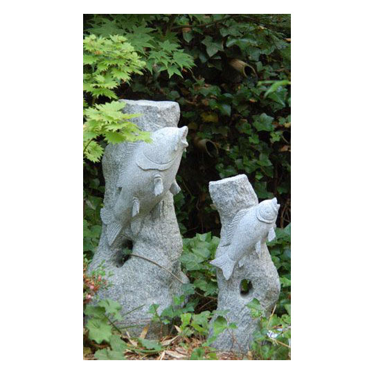 springender fisch aus granit figuren skulpturen garten japanwelt. Black Bedroom Furniture Sets. Home Design Ideas