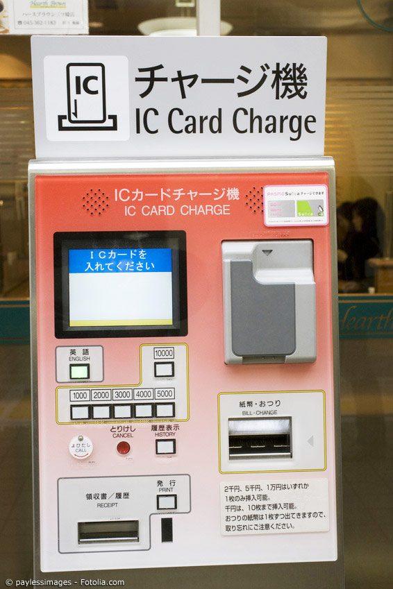 Neben alten Faxgeräten, die in vielen Büros noch immer ihren Dienst tun, sind auch Automaten wie die für Bahntickets nicht die neuesten im Hightech-Land Japan.