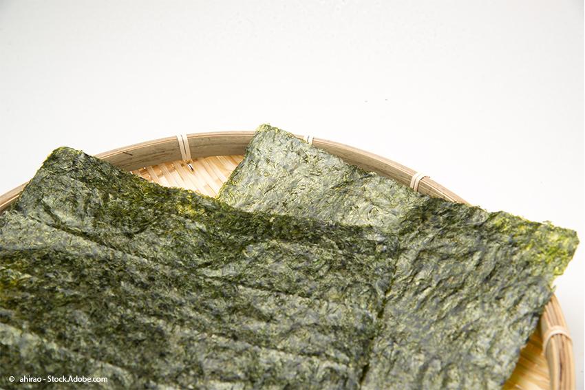 Tenmusu-Rezept: Nori-Blätter um Umwickeln der Tempura im Reismantel