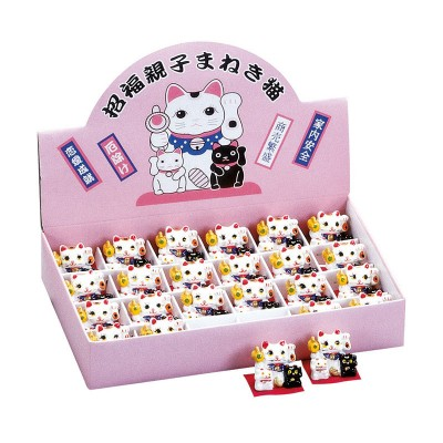24er-Display mit Maneki-neko Figuren