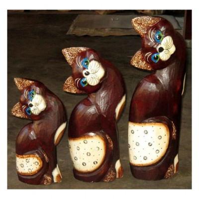 Charmantes Albesia-Holz Katzentrio