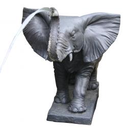Elefant als Speier