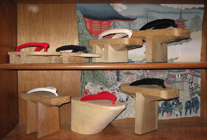 Japanische Schuhe als Zusatzbekleidung für den Kimono