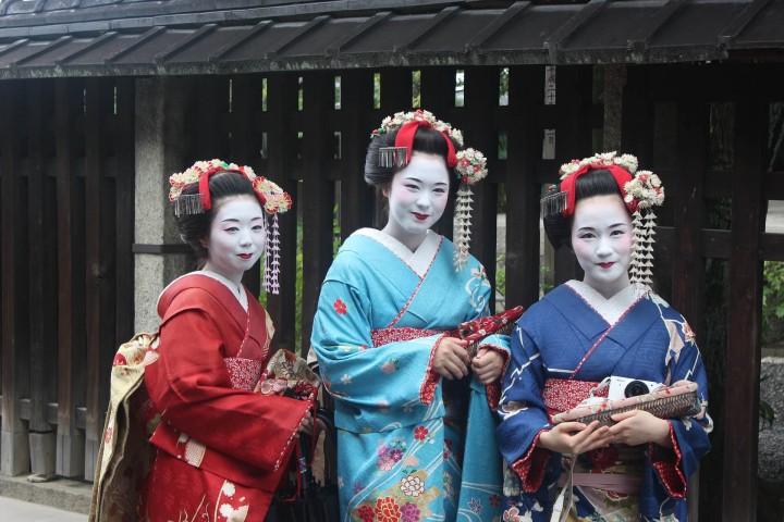 Japanisch Schminken – Geisha Look und Make-up heute