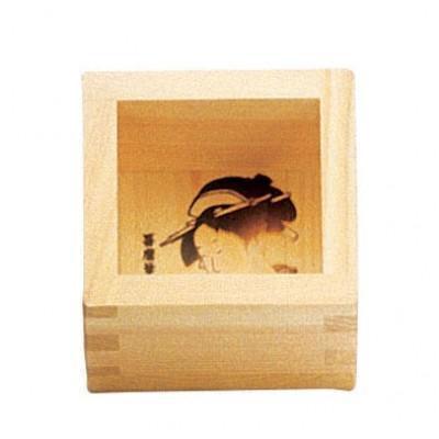 Sakebecher aus Holz mit Geisha-Motiv