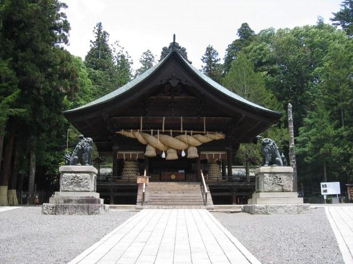 Shintō-Ritual am Schrein in Zentraljapan – Vorhersage zur Gesellschaft