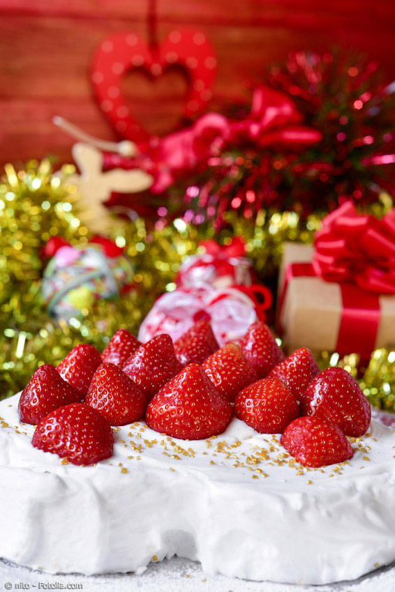Zu Weihnachten gibt es in Japan Kuchen. Meist mit viel Sahne und Erdbeeren verziert, schenken sich Paare und Familien oft diese Art von Weihnachtskuchen.