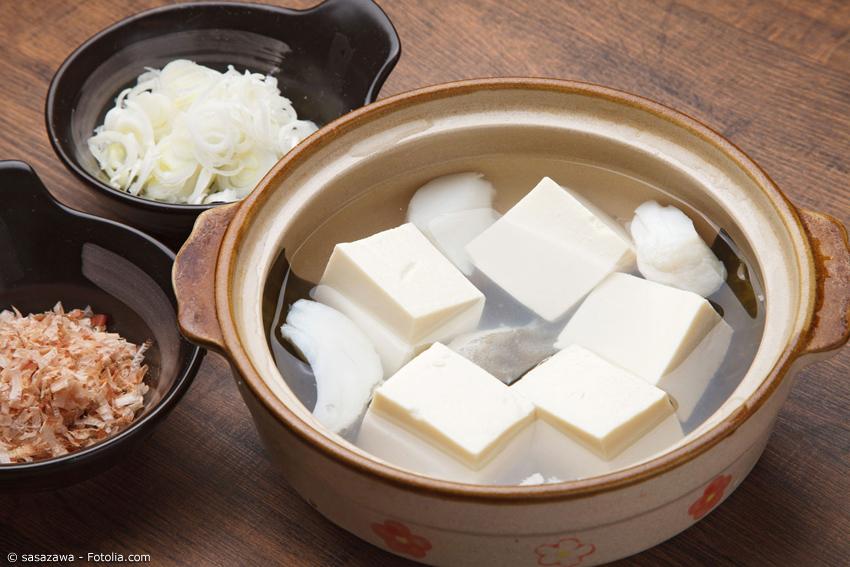 Für Yudofu braucht man nicht viele Zutaten. Allerdings sollte man auf hochwertigen Tofu achten.