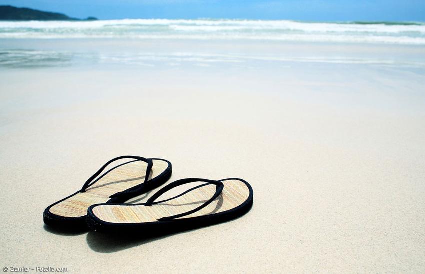 Zimtlatschen sind der perfekte Begleiter für einen Strandausflug. Die leichten Sommerschuhe bieten ein angenehmes Tragegefühl und gleichzeitig Schutz vor heißem Sand.